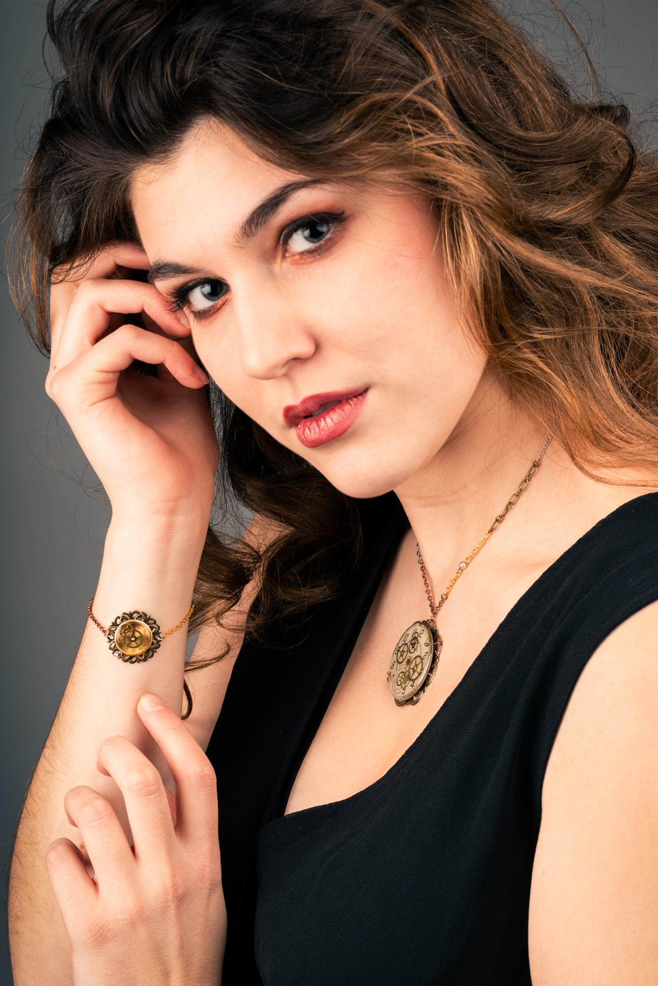 Portrait studio bijoux porté